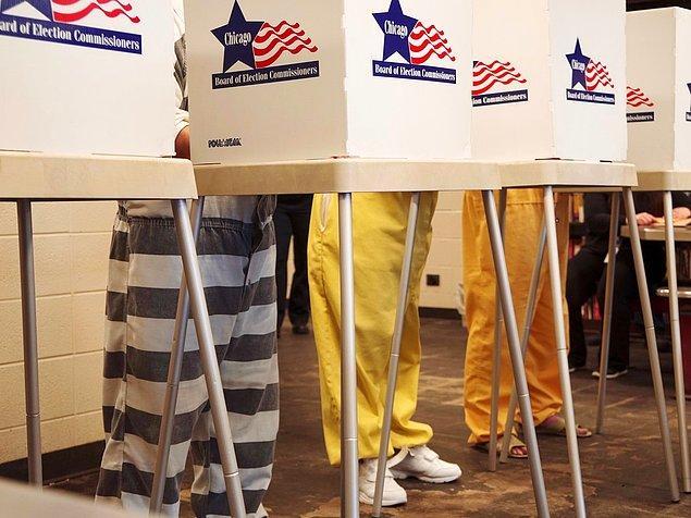 Buna karşı çıkanlar da oy kullanmanın temel bir insan hakkı olduğunu ve engellenemeyeceğini söylüyor.