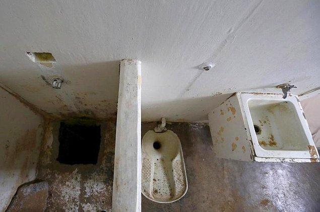 Tünelin sonu El Chapo'nun hücresindeki kameranın görmediği kör nokta olan duş kısmına çıkıyordu ve sonunda tünel oraya ulaştı.