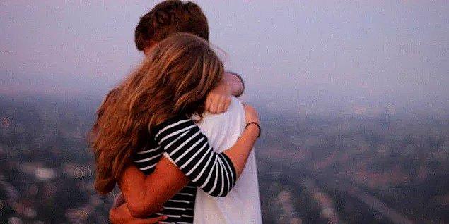 8. Tanımadığınız birine veya izin almadan birine dokunmak ve sarılmak: