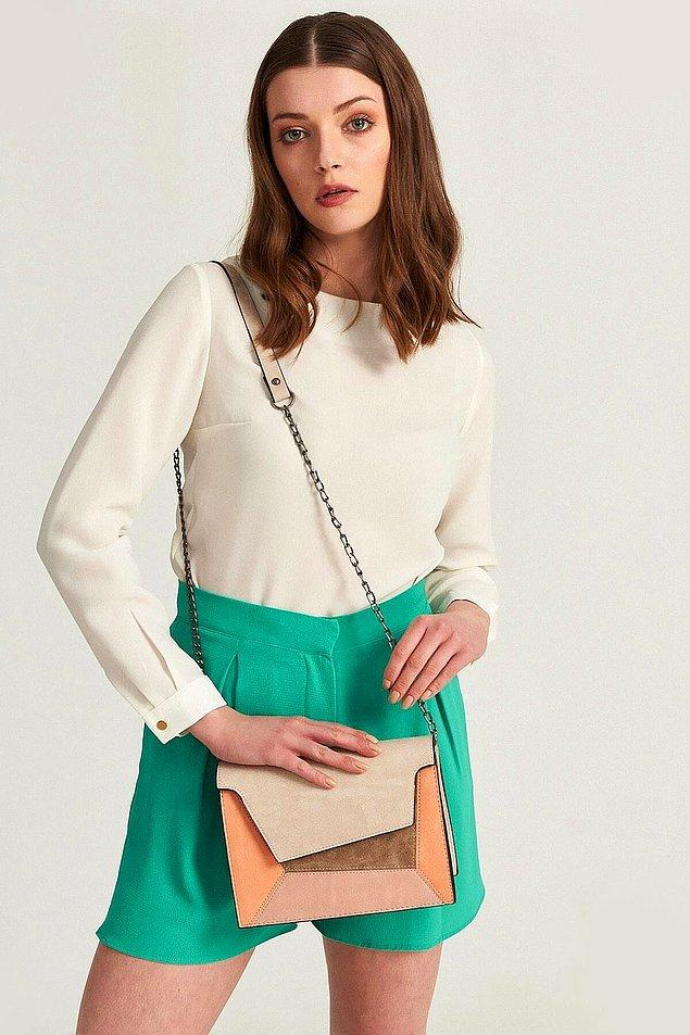 3. Farklı renk ve kesimi ile yazın herkesin çok beğeneceği bu çanta 54 TL.