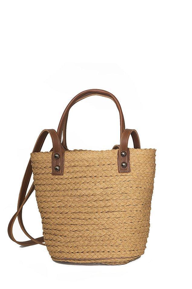 5. Yaz mevsiminin en sevilen çantası: hasır çantalar.