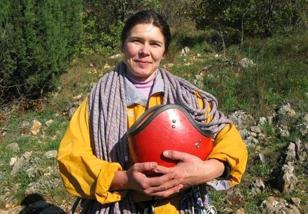 """İHA'da yer alan habere göre, 1715 metre yükseklikteki Geyiksivrisi bölgesine tırmanış için çıkan dağcı kadın, 2 Mayıs Pazar günü annesine """"Zirvedeyim"""" mesajı attıktan sonra ortadan kayboldu."""