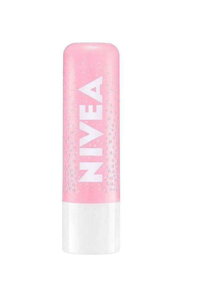 6. Nivea'nın bakım yapan dudak peelingini denemelisin!