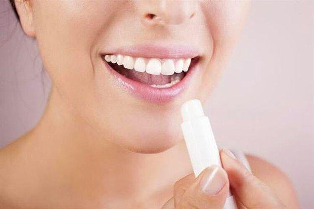 2. Makyajdan önce dudaklarınızı makyaja hazırlayın.