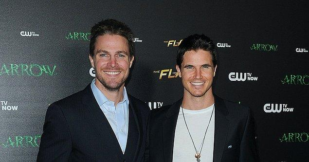 7-Stephen Amell Ve Robbie Amell: