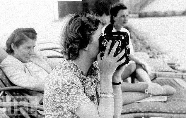 Eva, Hitler'in sayılı renkli fotoğrafını çekti ve aslında hayatı boyunca da korunaklı ve lüks bir hayat yaşadı.