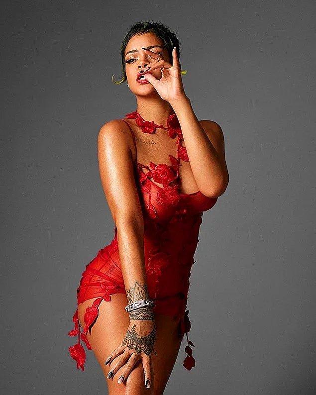 9. Rihanna, Vogue İtalya için birbirinden seksi pozlar verdi!