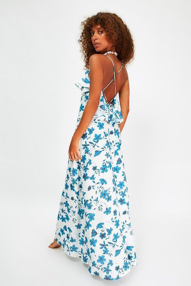 8. Çiçek desenli , sırt dekolteli bu elbise de tam bir yaz akşamı elbisesi...