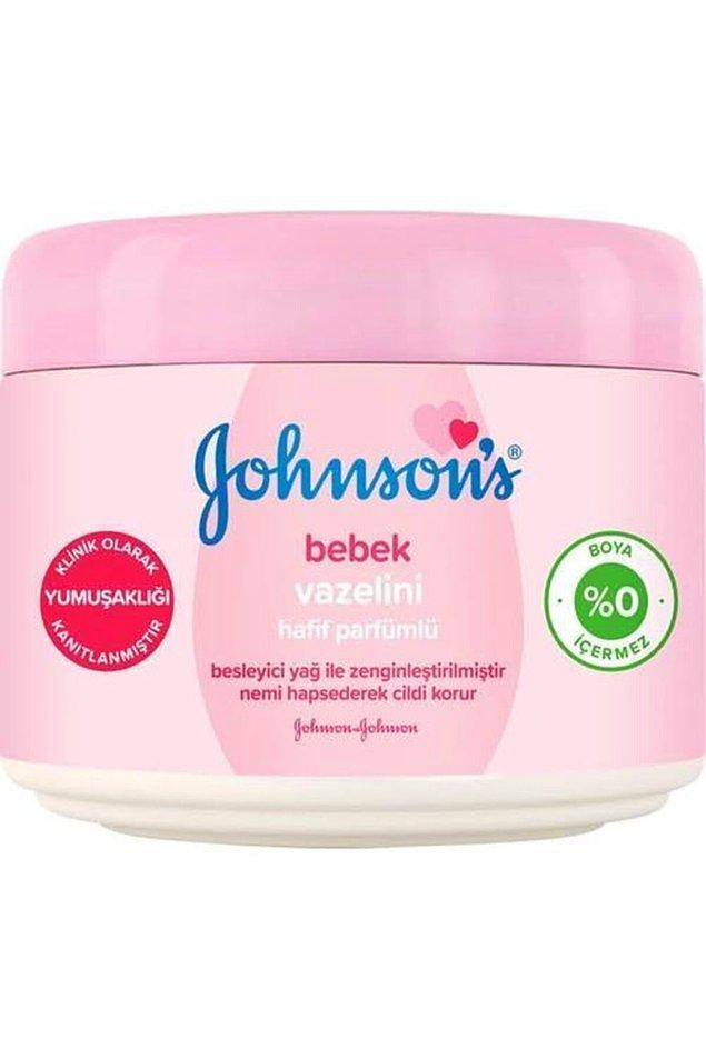 16. Johnson's vazelin, hafif parfümü ile tüm aile güvenle kullanabileceğiniz bir ürün.