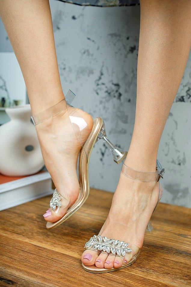 3. Altına bir de şıkır şıkır süslü bir ayakkabıyla çok güzel olur.