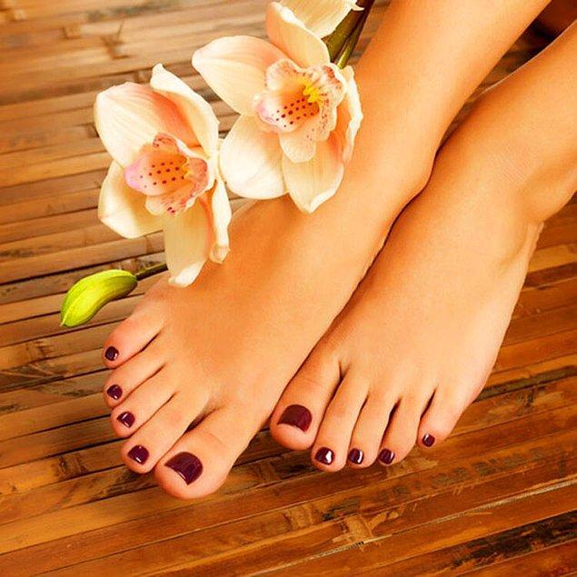 14. Laos'da  tahrik edici bulunduğu için kadınların ayaklarının gözükmesi yasak.
