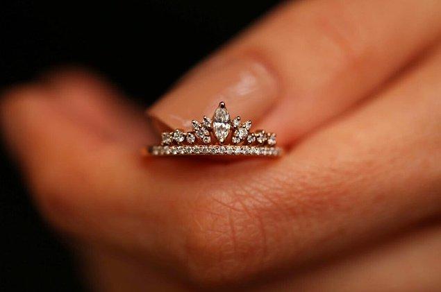 9. Arkadaşımız burada ''Sen benim kraliyetimsin'' mi demek istiyor?