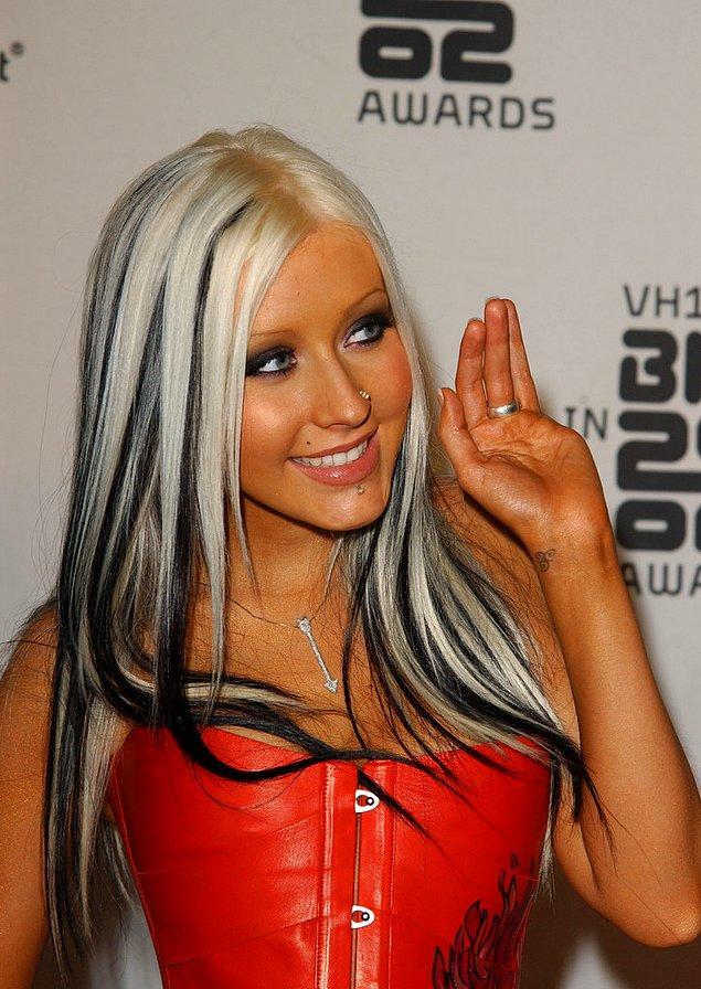 16. Parça parça boyanan saçlar, mandal tokalar, katlı kesim; 2000'lere ait tüm saç modelleri gündemde.
