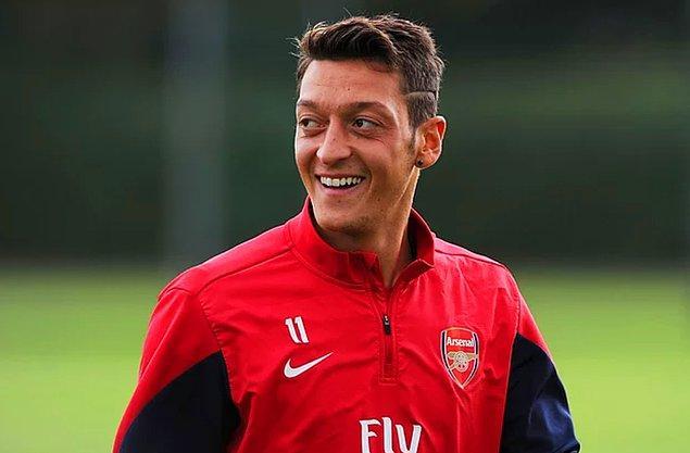 Aranızda efsanevi futbolcu Mesut Özil'i tanımayan yoktur.
