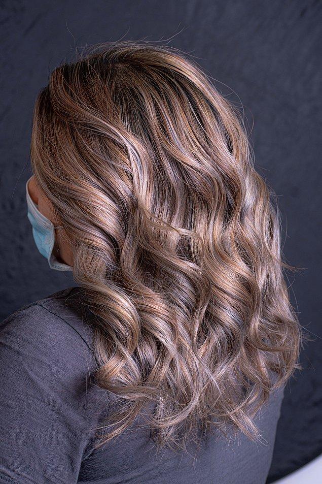 3. Saçlarınızı şekillendirdikten sonra sağlıklı ve canlı bir görünüm için iki fısfıs yeter.