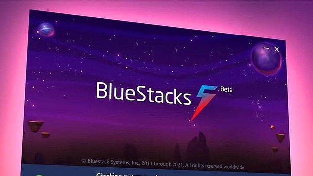 Microsoft duyurduğu yeni işletim sistemiyle bazı yazılımcıları üzdü. Bunların başında Android cihazlara ait oyunları bilgisayar üzerinde oynamanıza imkan veren BlueStacks yazılımı geliyor...