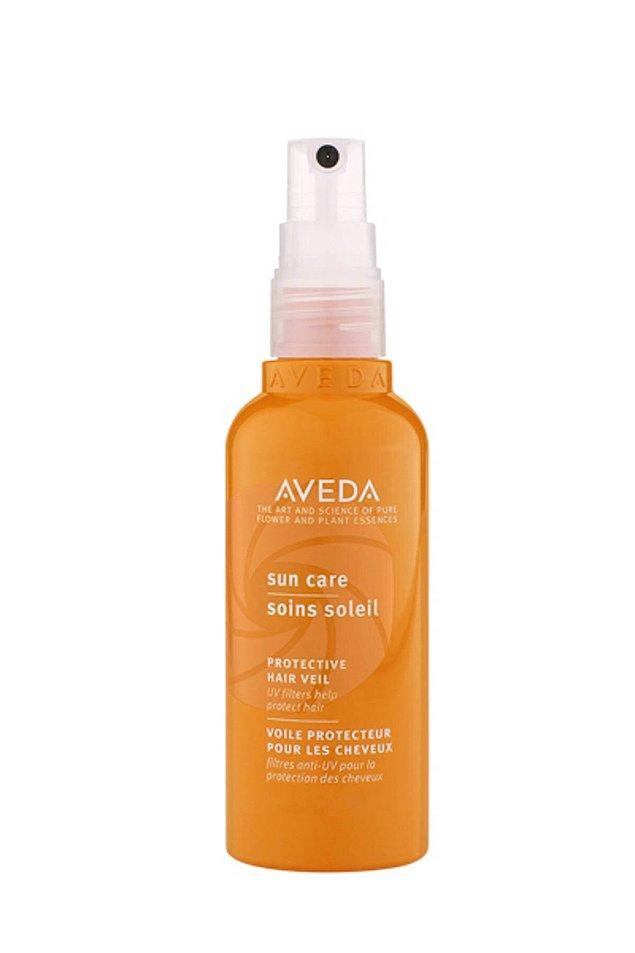11. Aveda'nın güneş koruyucusu, saçlarınızı bütün gün UV etkisinden korumaya yardımcı olacak. Renk solmasını, yıpranmayı ve kuruluğu da en aza indirecek.