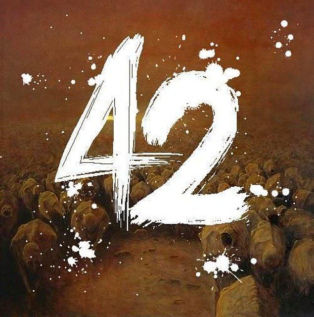 Bundan sonra 42 sayısı ayrı bir öneme sahip oldu. Douglas Adams'ı 42. yaş gününde Pink Floyd sahneye davet etti, keşfedilen bir asteroide 2001 DA42 adı verildi, Doctor Who dizisi aynı 42 isimli bir bölüm yaptı ve Coldplay grubu bu isimle bir şarkı çıkardı.