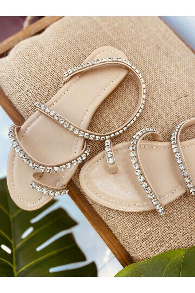 13. Taşlı sandalet;