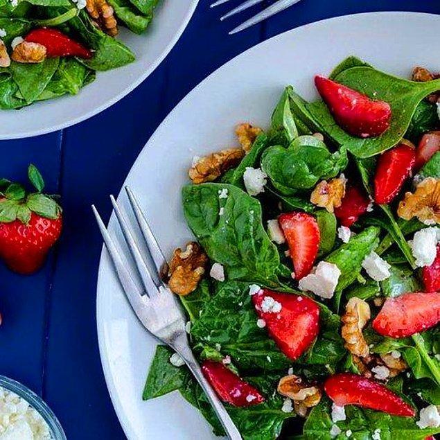 11. Çilekli Ispanak Salatası Tarifi: