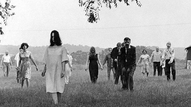 12. Night of the Living Dead (Yaşayan Ölülerin Gecesi)
