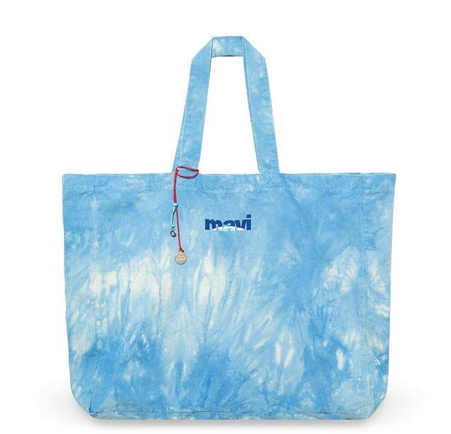 3. Mavi indirimi bekleyenler ve tatile gidecekler için harika bir çanta.