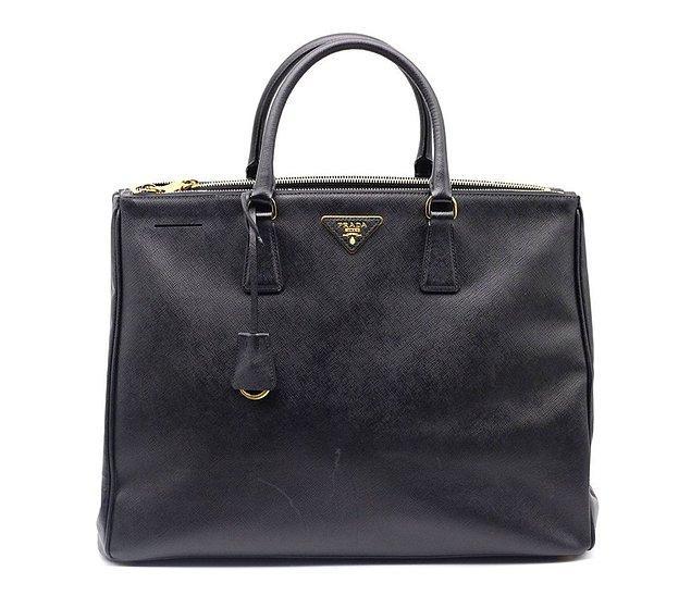 6. Miucca'nın tasarladığı klasik Prada el çantaları piyasaya sürüldüğünde büyük sansasyon yaratmıştır.