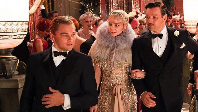 """16. """"Muhteşem Gatsby"""" filminin kostüm tasarımcısı Catherine Martin, Miuccia Prada ile işbirliği yapmıştır. Filmdeki partilerde görülen tüm kıyafetler Prada'nın tasarımıdır."""