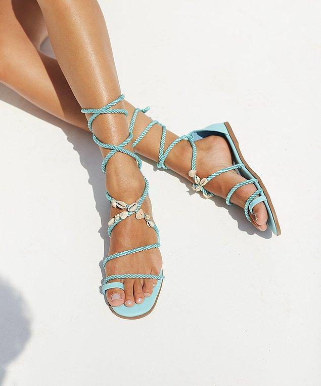 12. Gören herkesi kıskandırmanıza neden olacak aksesuarlı sandalet modelleriyle, bu yazın en şık kadını siz olabilirsiniz.