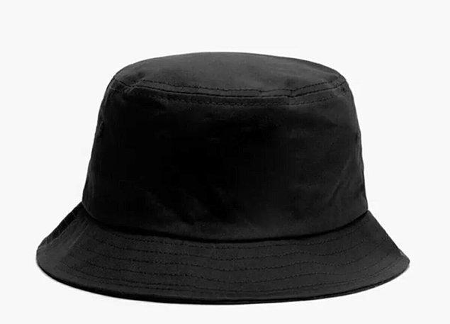 7. Yazın tatile giderken valize bir şapka atın.