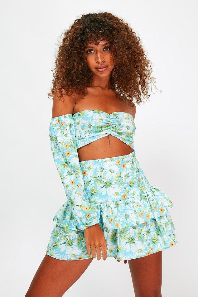 10. Çiçek desenli takım, yaz akşamlarında ya da plajda giymek için ideal...