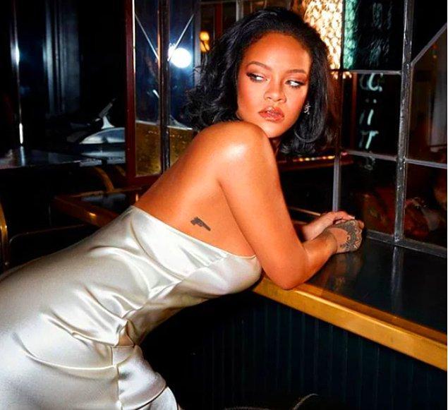 Biliyorsunuz ki başarılı şarkıcı Rihanna yıllardır attığı her adımla olay yaratmayı başarıyor.