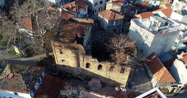 Tirilye Mahallesi'nde kilise olarak kullanılan bina 1928 yılında Yunanistan'dan gelen Giritli Ali Durak isimli Türk bir aileye verildi.