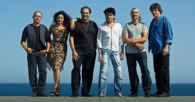 Flamenko müziğini çağdaş müzik ile harmanlayarak yepyeni bir soluk olarak müzik dünyasına atılan başarılı müzisyen 2012 yılında Kejaleo isimli bir flamenko müzik grubunun vokalistliğini yapmış.