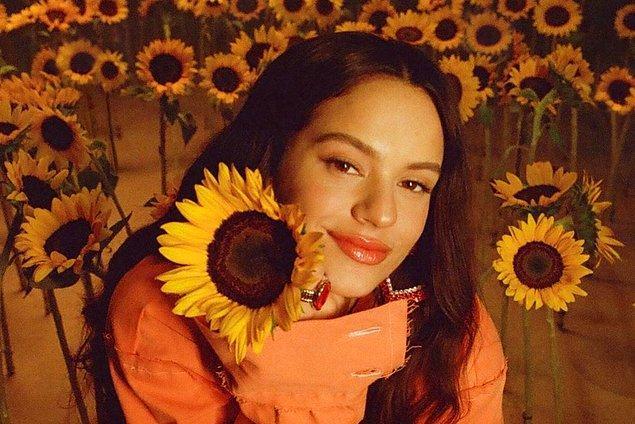 Şarkının başarısının ardından Universal Music ile anlaşma imzaladı ve ertesi yıl 2017'de Los Ángeles adlı stüdyo albümünü çıkardı.