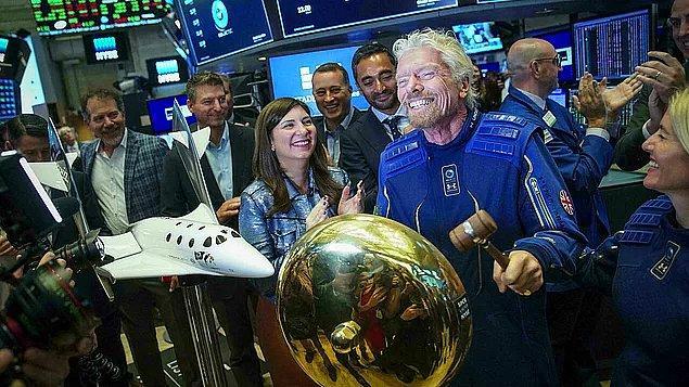 Branson uzay yolculuğu yapan ilk milyarder oldu.