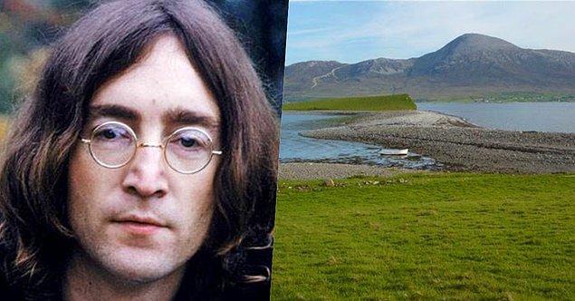 16. Efsane grup The Beatles'ın vokalisti John Lennon da bir zamanlar İrlanda'da bulunan Dorinish Adası'nın sahibiymiş!