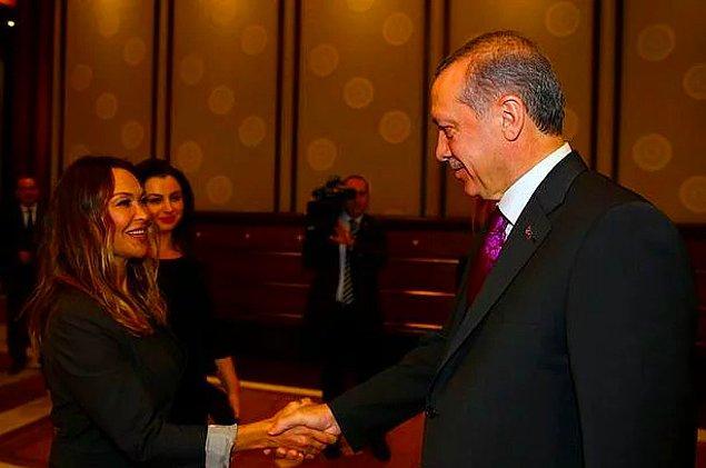 8. Milliyet yazarı Ali Eyüboğlu, Ayvalık Belediye Başkanlığı'nı kazanmak için Hülya Avşar'ı aday gösterme niyetinde olduğunu ve bunun için Balıkesir Büyükşehir Belediyesi binasında Avşar ile görüşme yapıldığını öne sürdü.