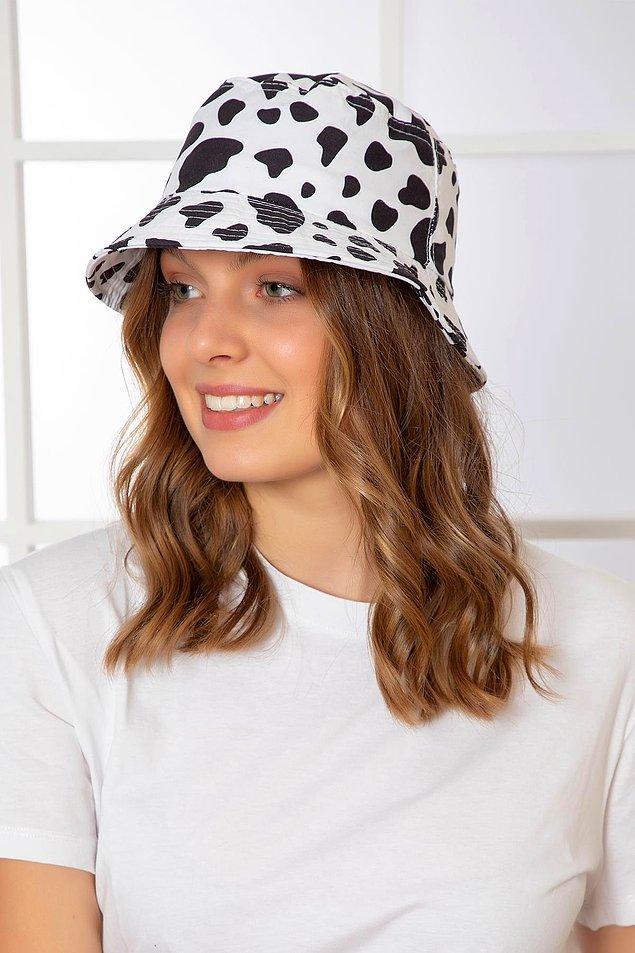 3. İnek desenli bucket şapkalar, tüm yaz rahatlıkla kullanabileceğiniz şapka modelleri arasında yer alıyor.