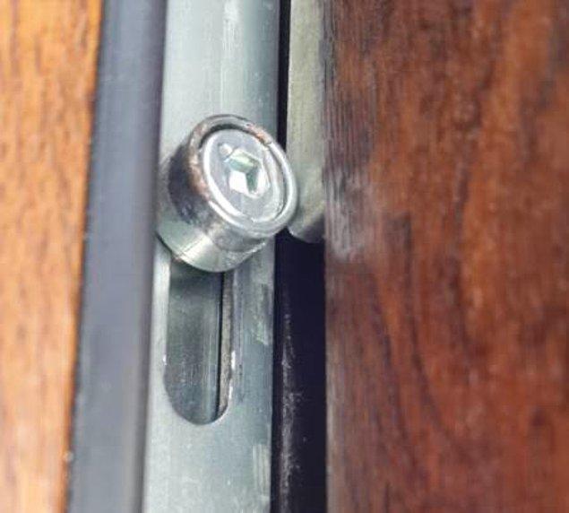 8. Kapıların kilitleri olur da pencerelerin kilitleri olmaz mı hiç? Pencere kilidini mutlaka ama mutlaka taktırın.