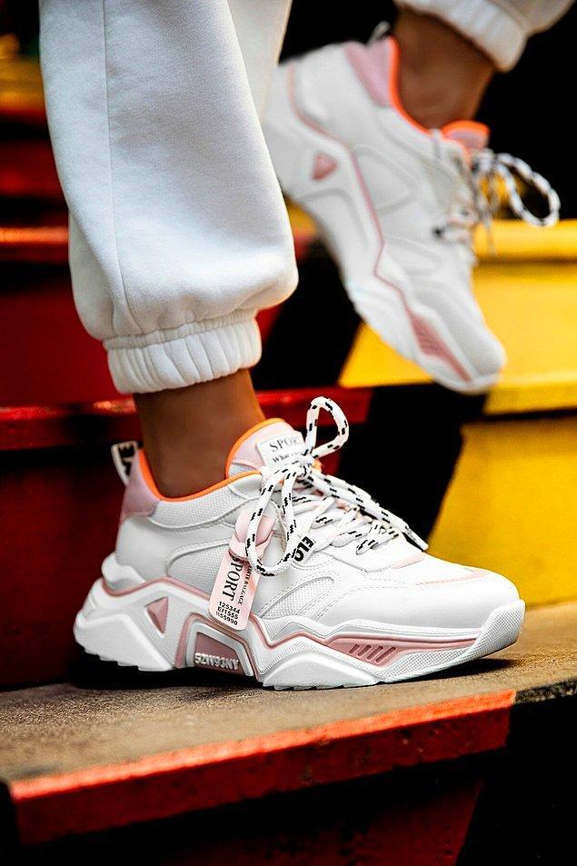 15. Rahatına düşkün olanların ayağından çıkarmayacağı aşırı rahat bir ayakkabı seçtim.