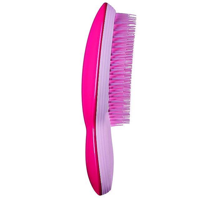 4. Tatilde saçlarınızı güvenebileceğiniz bir tarağa emanet edin.