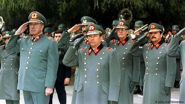 Pinochet, 1998 yılında bel fıtığı tedavisi için gittiği Londra'da tutuklandı.