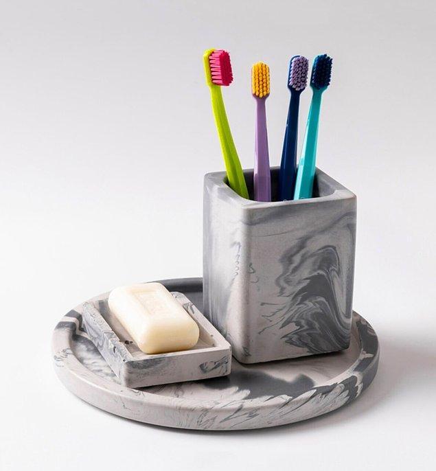 4. Modern dokunuşları banyonuza yansıtmak için en moda banyo setlerine göz atmalısınız.