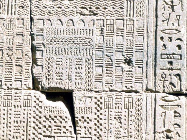Ancak halen takvimleri 355 gündü ve Antik Mısır'daki şu takvimden çok da ileriye gidememişlerdi. 👇