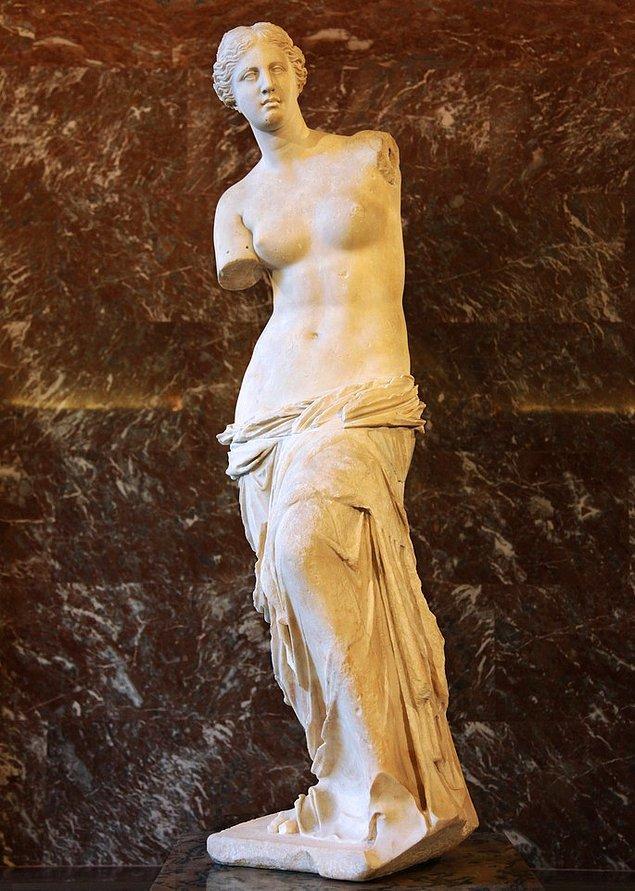 5. Antik Yunan heykel sanatının en önemli eserlerinden Milo Venüsü, 1820 yılında Milos adasında bir köylü tarafından toprağa gömülü hâlde bulundu.