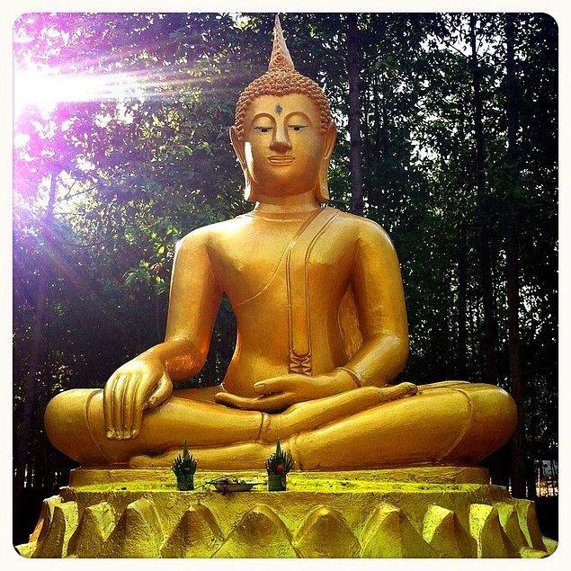 """6. 1935 yılında bir manastırda çalışan işçiler, buradaki Buddha heykelinin yanlışlıkla kırdılar. Ancak heykelin içinden tamamen altından yapılma başka bir Buddha heykeli çıktı. Boşuna dememişler """"Her şerde bir hayır vardır"""" diye."""