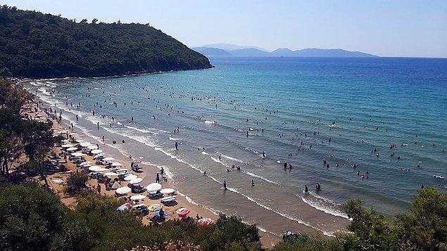 Kuşadası'ndaki tatilciler, Milli Park'taki plajlarda yoğunluk ve fiyat politikası nedeniyle ilçedeki diğer belediye plajlarını tercih etti.