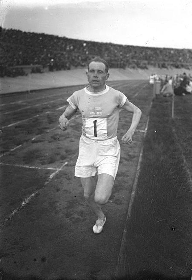 1932: Paavo Nurmi'nin yarışmalara katılması yasaklandı.
