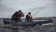 Бурый медведь, которого россиянка спасла из сафари-парка, любит рыбачить с ней в озере